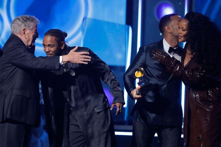 Tony Bennett, John Legend, Kendrick Lamar et Rihannaà la cérémonie des Grammy Awards.