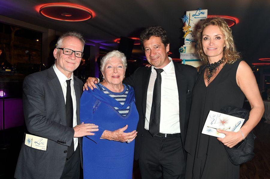 Entourée de Thierry Frémaux, Laurent Gerra et sa compagne Christelle Bardet.