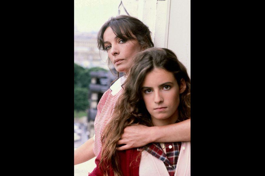 Avec Lisa Azuelos, sa fille aînée, 15ans, à Paris, le 1er juillet 1980. Lisa deviendra metteuse en scène (« LOL », « Dalida »).