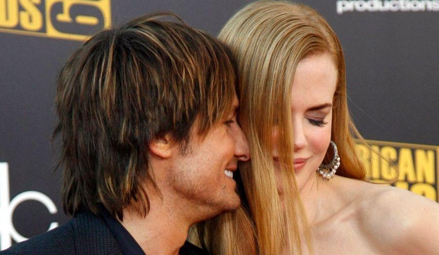 Nicole Kidman a accompagné son mari Keith Urban aux 35ème American Music Awards, qui se déroulaient hier à Los Angeles. Ce dernier a été désigné Meilleur artiste masculin country.
