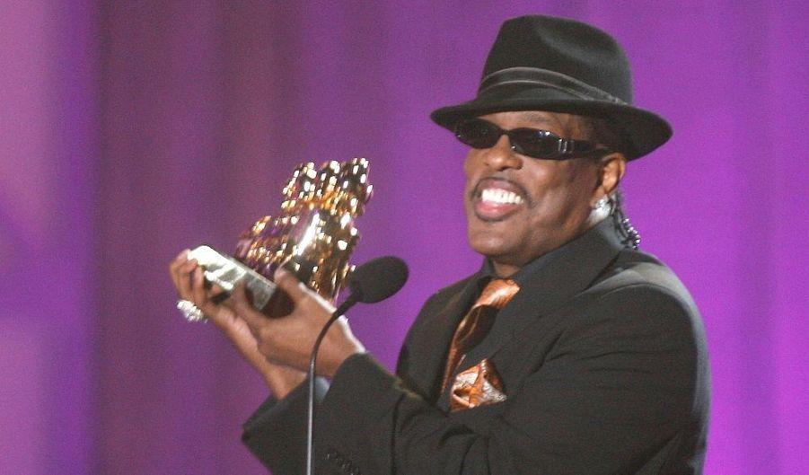 Lors de la cérémonie des Soul Train Music Awards, la grande cérémonie qui récompense chaque année les meilleurs artistes soul et R&B aux Etats-Unis, Charlie Wilson a reçu l'Award du Meilleur artiste R&B/Soul.