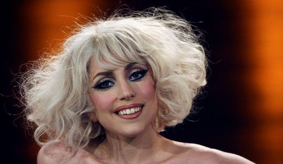 La chanteuse pop Lady Gaga est restée en Allemagne après les MTV Europe Music Awards. Malgré un seul prix obtenu, la nouvelle diva garde le sourire.