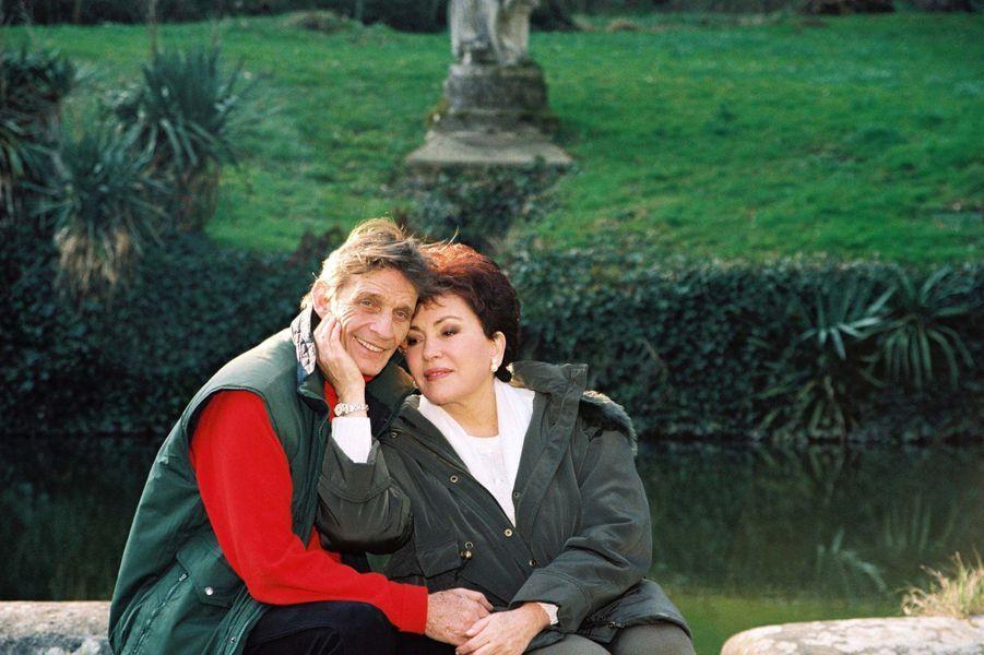 Rika Zarai et son mari Jean-Pierre Magnier dans leur maison en Normandie en 2000.