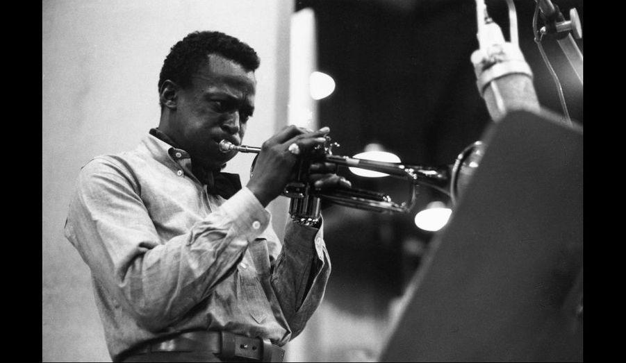 Miles Davis pendant l'une des séances d'enregistrement de l'album «Kind Of Blue», 1959