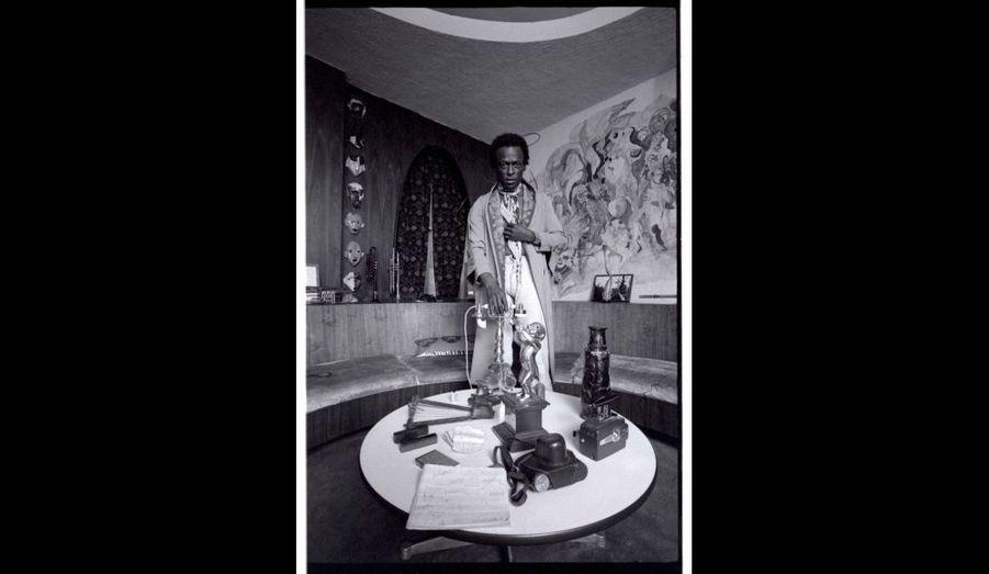 Miles Davis dans sa maison, West 77th Street, New York, 1971