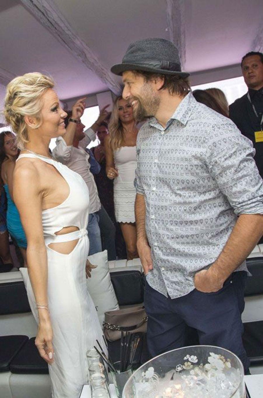 Pamela Anderson a décidé, en juillet, après seulement six mois de mariage, de divorcer de Rick Salomon, joueur de poker professionnel. Les deux s'étaient déjà mariés en 2007, un mariage annulé au bout de deux mois…