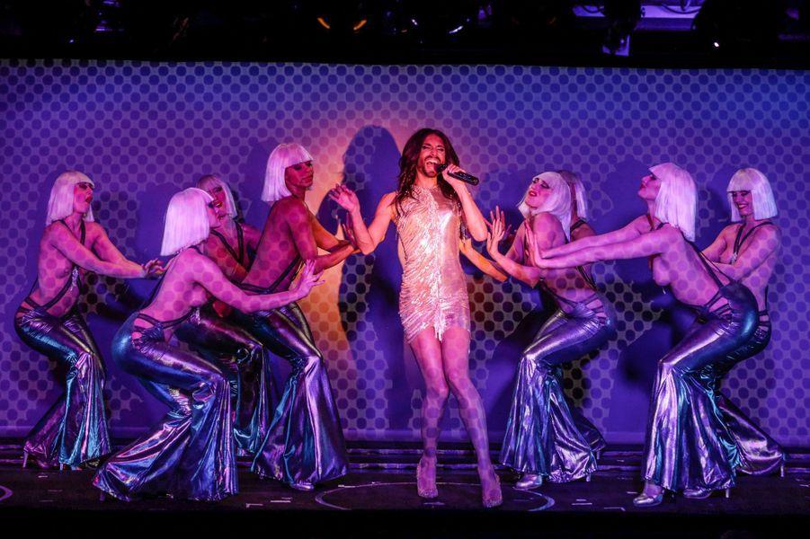 Conchita Wurst s'est produite au Crazy Horse, à Paris