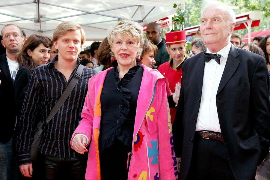 Sylvie Joly avec son mari Pierre et Alex Lutz à l'inauguration de la Maison Guerlain, sur les Champs-Elysees en juillet 2005
