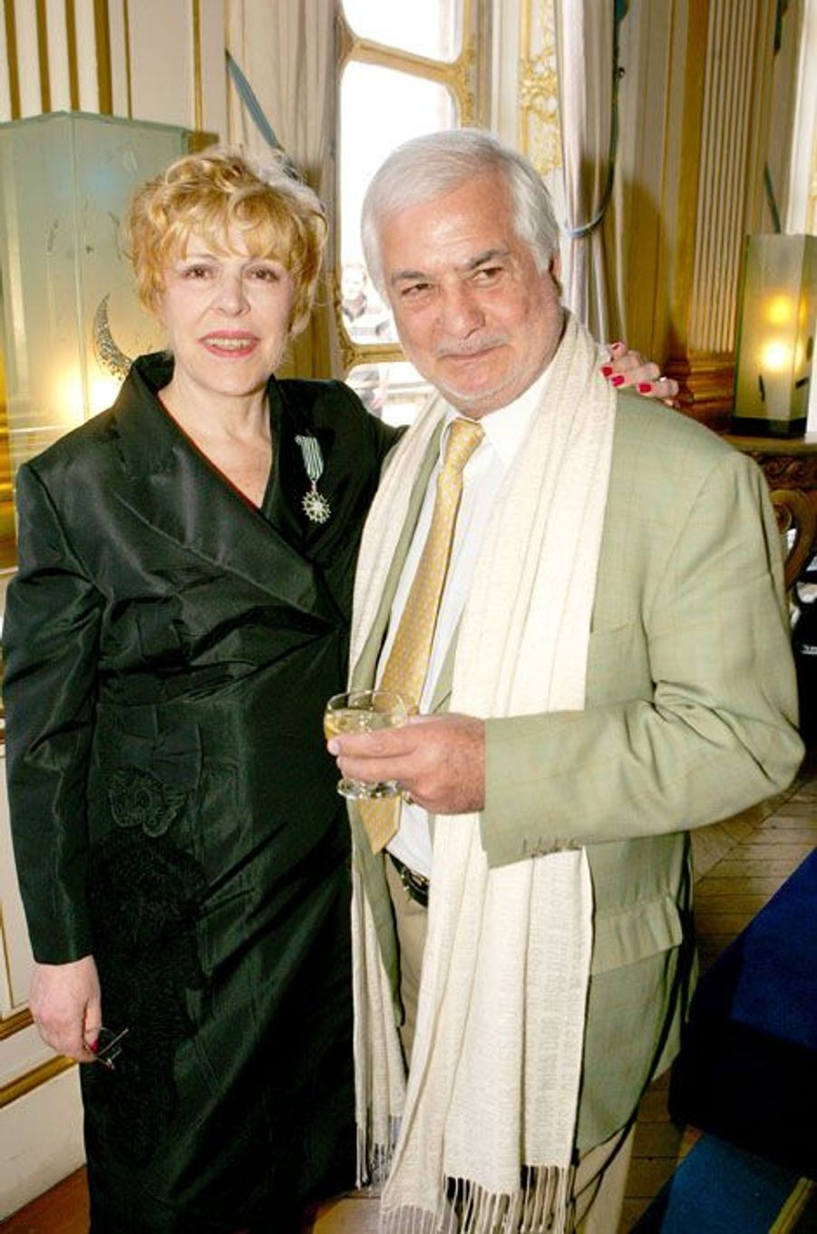 Sylvie Joly et Jean-Claude Brialy à sa remise de l'insigne de Chevalier des Arts et des Lettres, en juin 2006