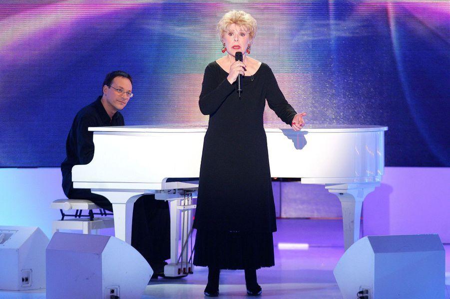 """Sylvie Joly sur le plateau de """"Vivement dimanche"""" en novembre 2005"""