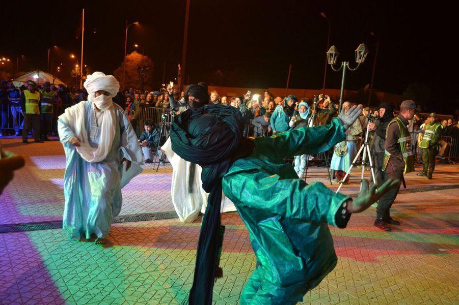 Danse guédra,Festival international des Nomades à M'hamid El Ghizlane, Zagora, Maroc. Mars 2017.