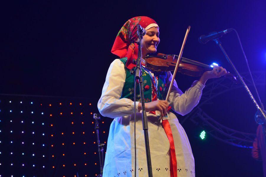 Violoniste de la troupe polonaiseDudy Skrzypce,Festival international des Nomades à M'hamid El Ghizlane, Zagora, Maroc. Mars 2017.