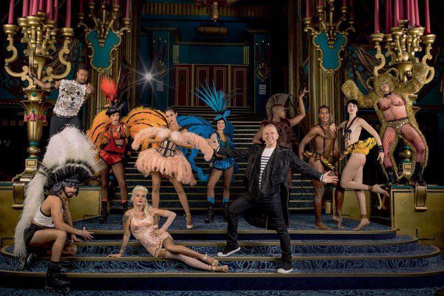 Le créateur et ses créatures à plumes, le 16 septembre. Au premier plan, un remake de Madonna par l'artiste Demi Mondaine. A droite, Joséphine Baker a trouvé son Joséphin, près de l'ours Nana.