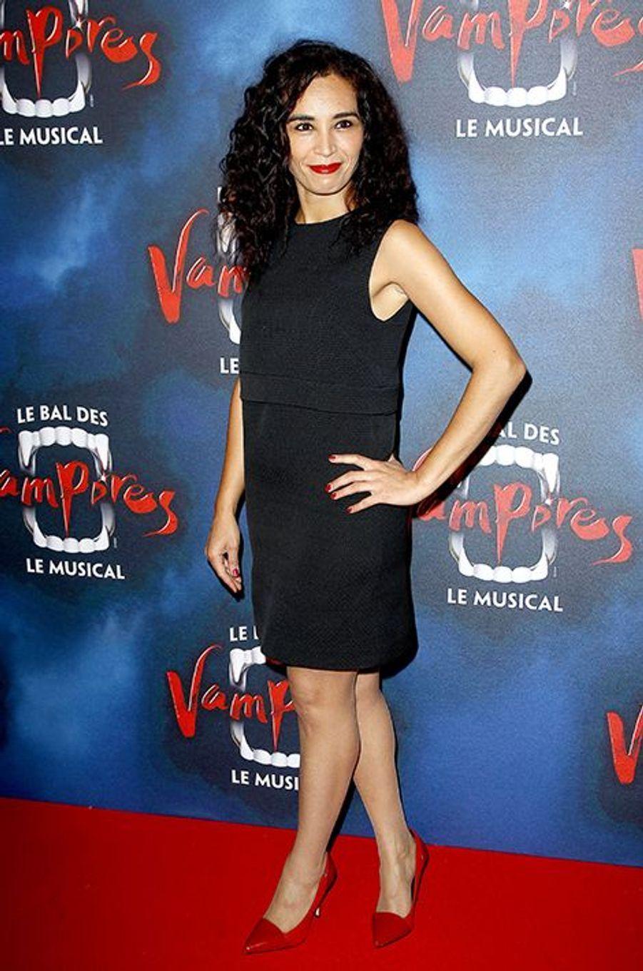 """Aïda Touihri à la première de la comédie musicale """"Le Bal des Vampires"""" au théâtre Mogador le 16 octobre à Paris"""