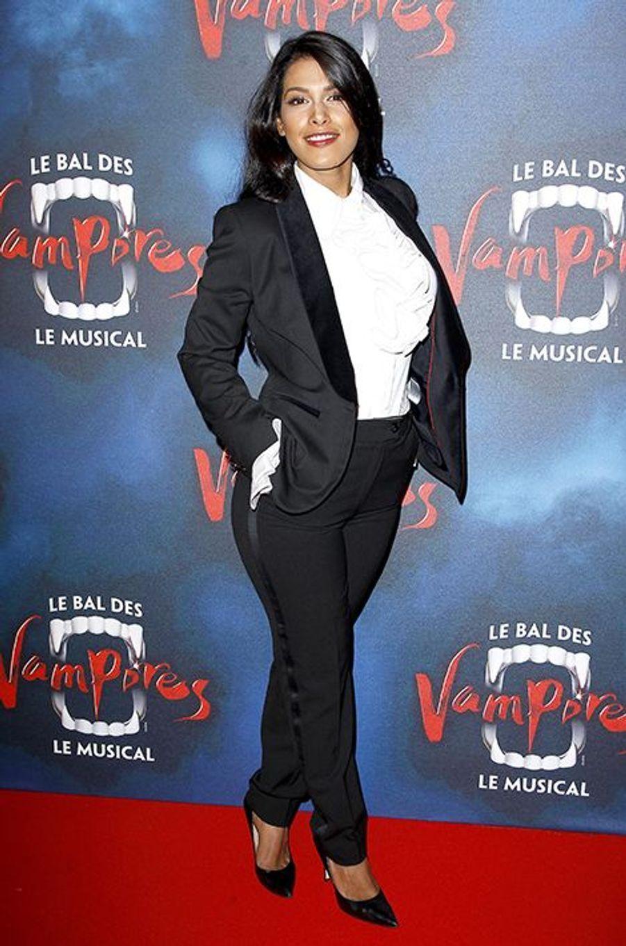 """Ayem Nour à la première de la comédie musicale """"Le Bal des Vampires"""" au théâtre Mogador le 16 octobre à Paris"""