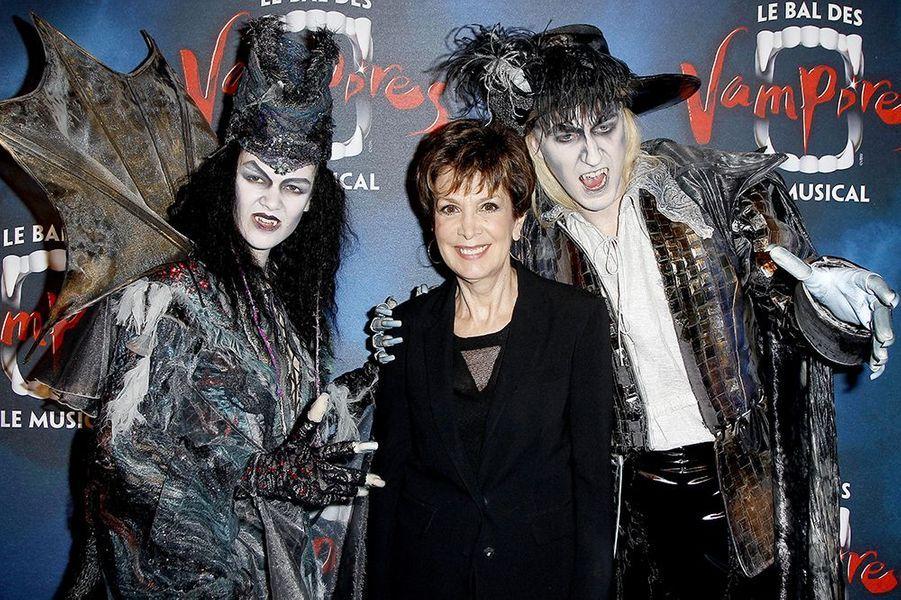 """Catherine Laborde à la première de la comédie musicale """"Le Bal des Vampires"""" au théâtre Mogador le 16 octobre à Paris"""