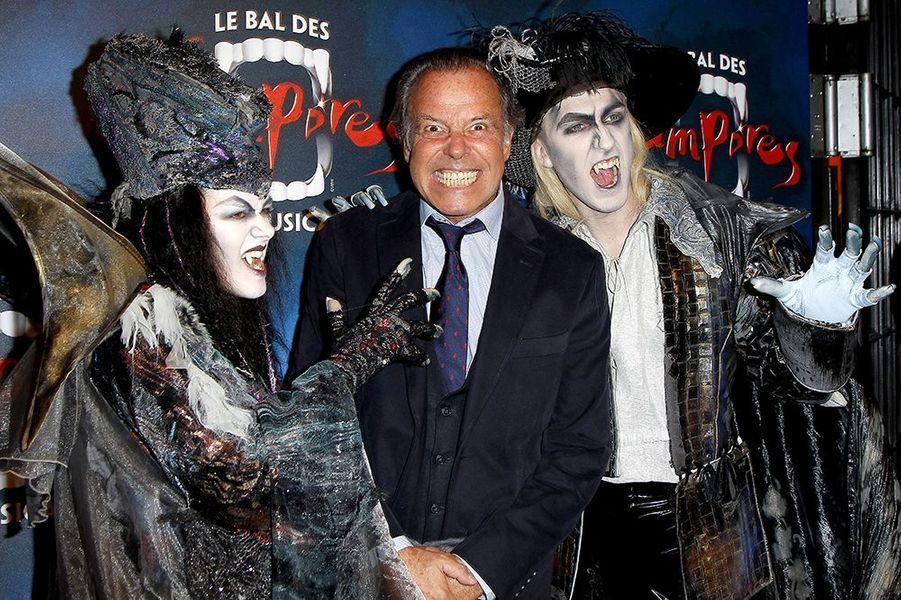"""Michel Leeb à la première de la comédie musicale """"Le Bal des Vampires"""" au théâtre Mogador le 16 octobre à Paris"""