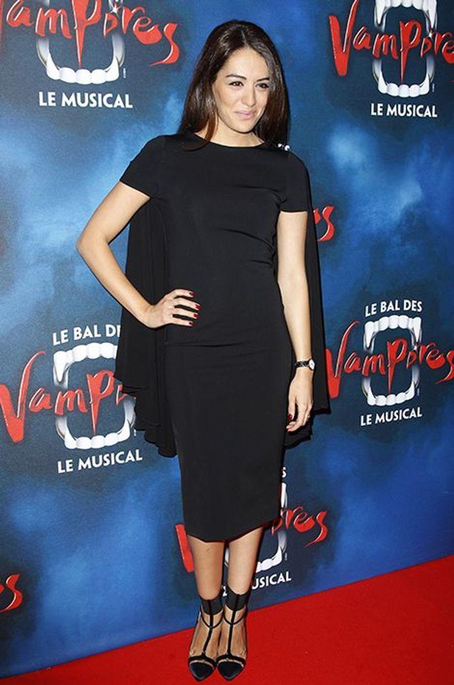 """Sofia Essaïdi à la première de la comédie musicale """"Le Bal des Vampires"""" au théâtre Mogador le 16 octobre à Paris"""
