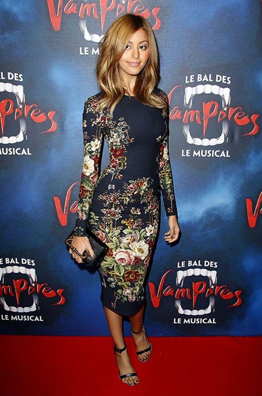 """Zahia Dehar à la première de la comédie musicale """"Le Bal des Vampires"""" au théâtre Mogador le 16 octobre à Paris"""