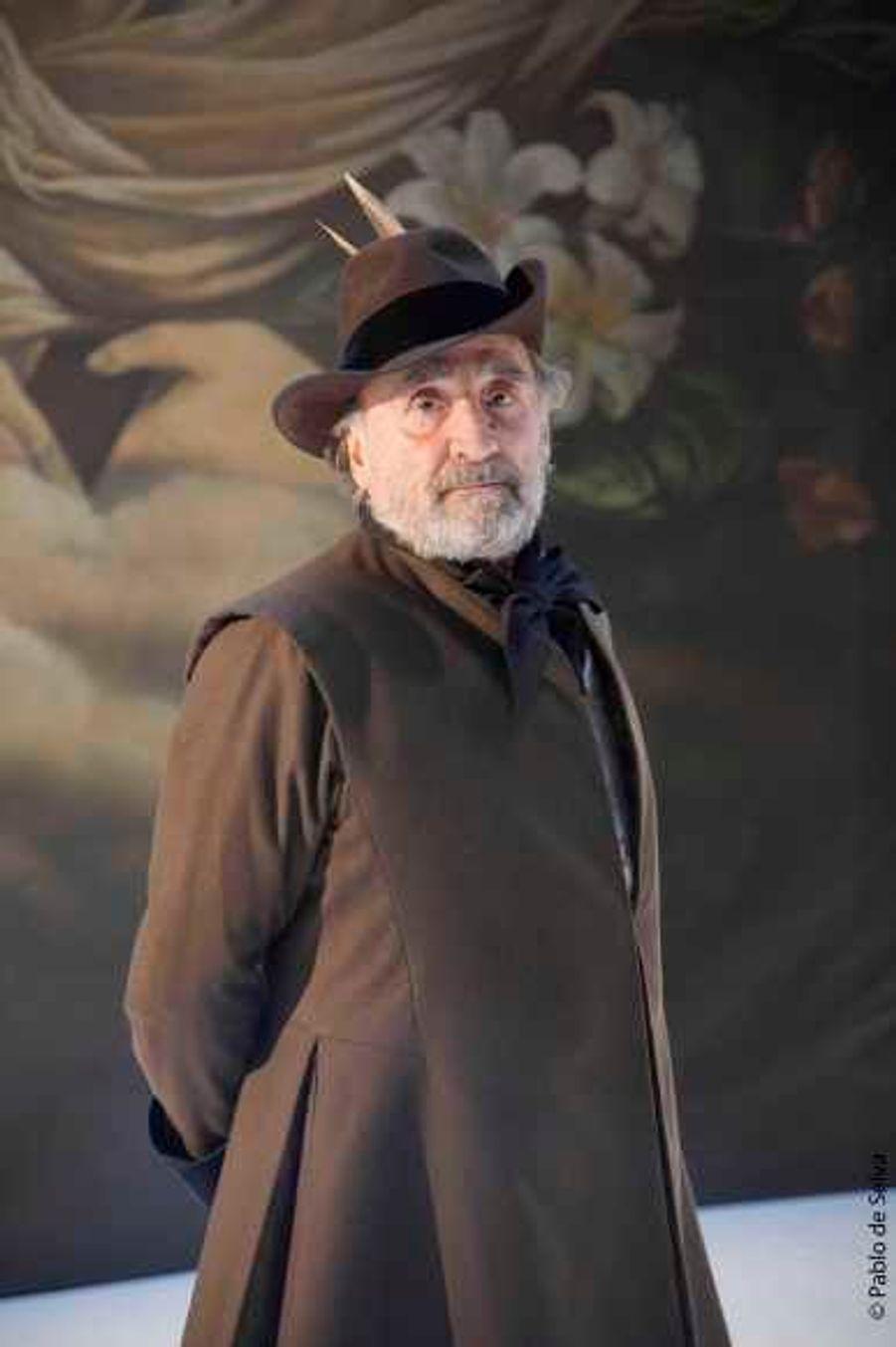 """Mardi, l'avant-première du """"Tartuffe"""" de Molière, mis en scène par Marion BIerry, avait lieu à Ramatuelle. Avec Claude Brasseur dans le rôle titre."""