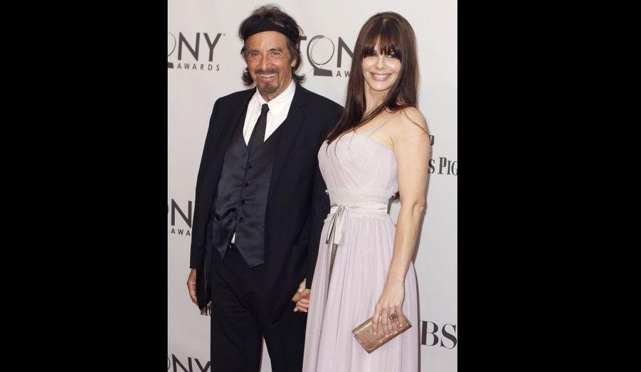 L'acteur de 71 ans est venu accompagné de sa petite-amie Lucila Sola, âgée de 31 ans, soit 40 de moins que lui.
