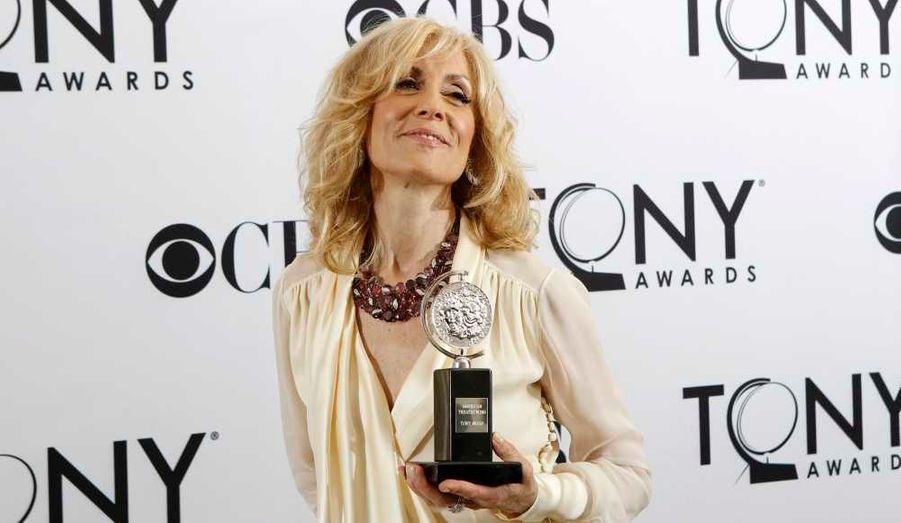 """L'inoubliable Angela Bower de la série """"Madame est servie!"""" a remporté le prix de la meilleure actrice dans un second rôle dans """"Other Desert Cities""""."""