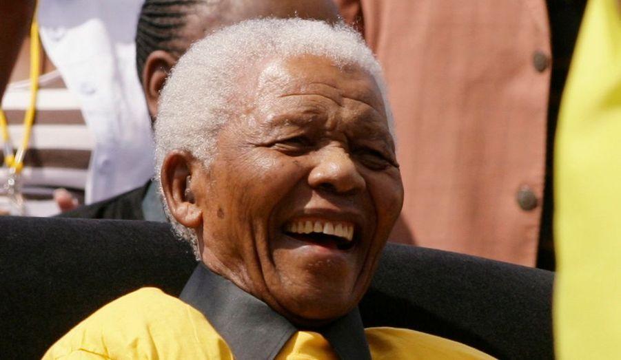 Malgré son âge avancé - 90 ans - Nelson Mandela, l'ex-président de l'Afrique du Sud et figure historique de la lutte contre l'Apartheid, était présent au stade de Johannesburg pour le dernier meeting du Congrès national africain (ANC) avant les élections législatives du 22 avril.