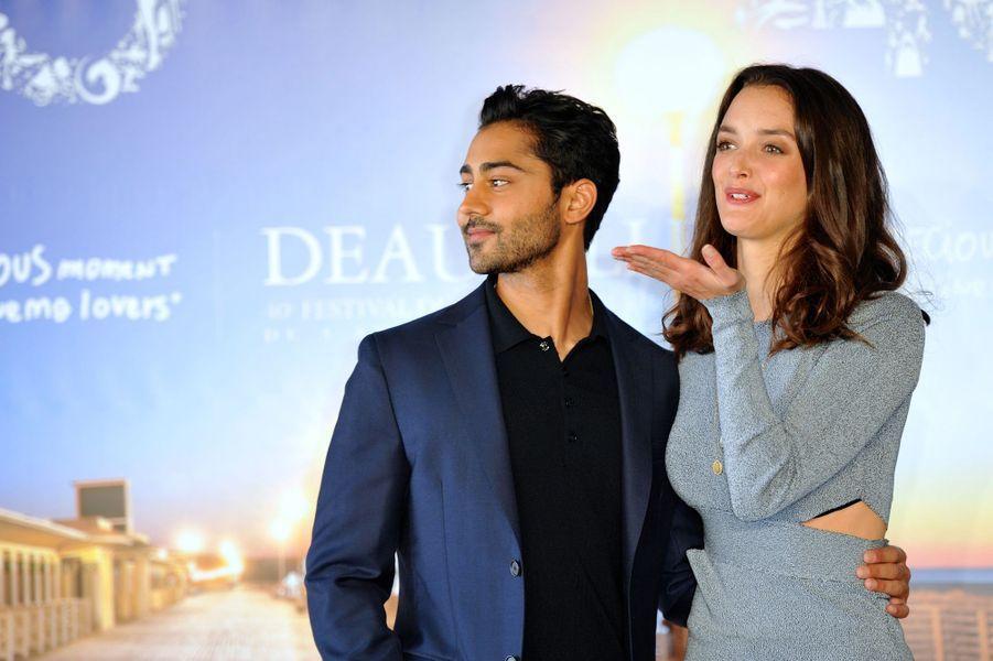 Manish Dayal et Charlotte Le Bon