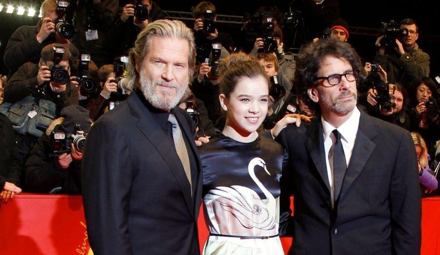 """Jeff Bridges et l'équipe de """"True Grit"""" des frères Coen ouvraient le bal du 61e Festival de Berlin."""
