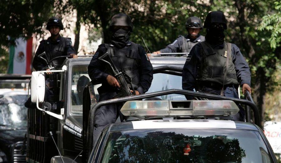 Le président américain Barack Obama arrive jeudi au Mexique, pour sa première visite de chef d'Etat en Amérique latine, dont le thème sera largement dominé sur la lutte contre le trafic de cocaïne dans les cartels mexicains –dont le premier client sont les Etats-Unis.Pour l'occasion, la police fédérale mexicaine patrouille, particulièrement autour de l'hôtel où va loger le président américain. Un ancien procureur fédéral, Alan Bersin, a d'ailleurs été nommé hier coordinateur des Etats-Unis pour la lutte contre les violences liées au trafic de drogue le long de la frontière avec le Mexique.