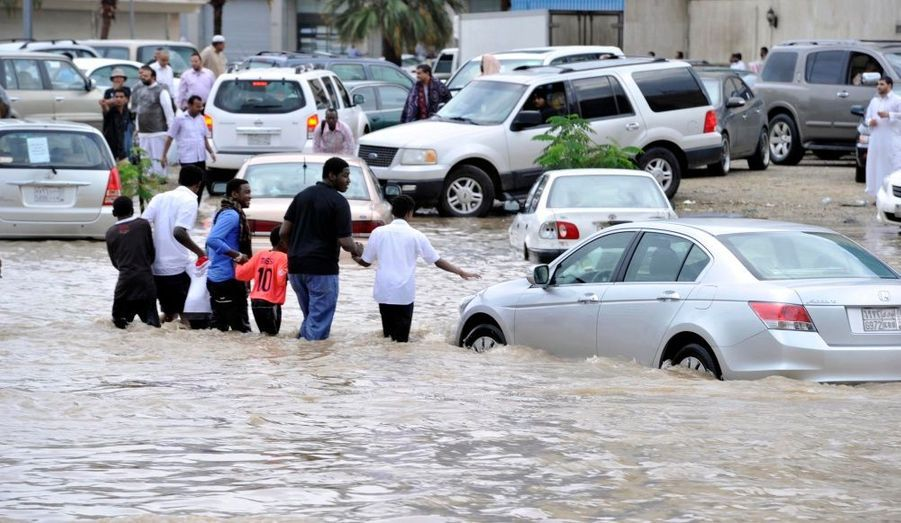 Les rues de Djeddah, en Arabie Saoudite. Des pluies torrentielles ont inondé la ville portuaire et entraîné de nombreuses coupures d'électricité. Les autorités craignent que ne se répète le scénario catastrophe qui avait coûté la vie à 120 personnes en 2009.