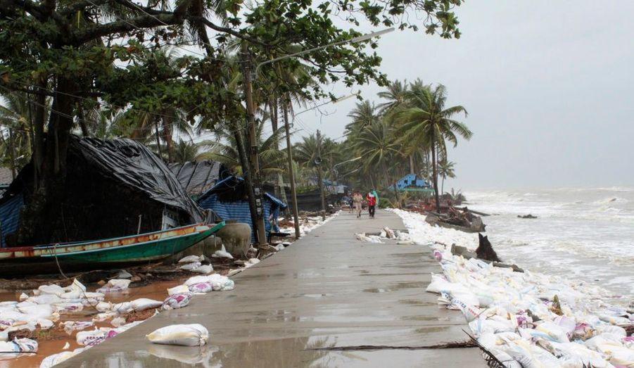 Une plage de la province de Nakhon Sri Thammarat, au sud de Bangkok. De violents orages ont provoqué d'importantes inondations dans cette région de Thaïlande, prisée par les touristes. Près de 21 personnes auraient été tuées dans les intempéries, selon le dernier bilan communiqué par les autorités mercredi.