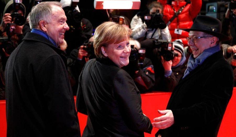 La chancelière allemande a foulé le tapis rouge du 61ème Festival du film de Berlin à l'occasion de la première du film «Pina», en compagnie du ministre de la Culture, Bernd Neumann et du directeur du festival, Dieter Kosslick.