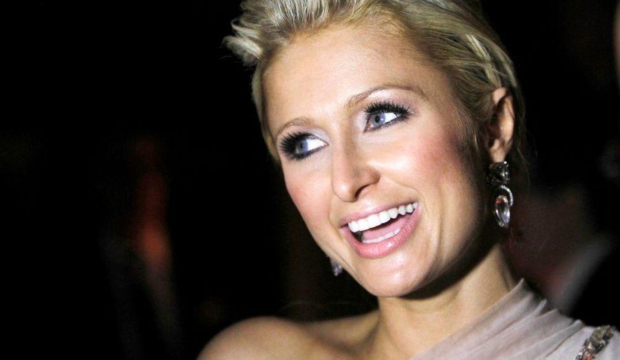 Paris Hilton est interviewée alors qu'elle assiste à la fête donnée en l'honneur de la 68ème édition des Golden Globes, à Beverly Hills.