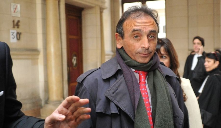 """Chroniqueur politique à la langue bien pendue, Eric Zemmour comparaissait devant le tribunal de Paris, poursuivi pour pour diffamation et discrimination raciale. Il avait déclaré sur l'antenne de Canal +, le 6 mars dernier, que """"la plupart des trafiquants sont noirs et arabes""""."""