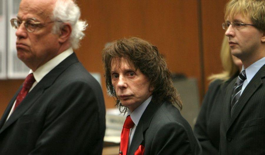 Le producteur de rock américain Phil Spector, âgé de 69 ans, a été reconnu coupable lundi du meurtre de Lana Clarkson, une actrice de Hollywood, en 2003 à son domicile de la région de Los Angeles. La condamnation tombera le 29 mai prochain. Le producteur de géants tels que John Lennon, Tina Turner, Elton John ou encore George Harrison affirmait pour sa part que la jeune femme s'était donnée la mort plus ou moins involotairement, en jouant avec une arme alors qu'elle était déprimée par sa carrière qui stagnait.