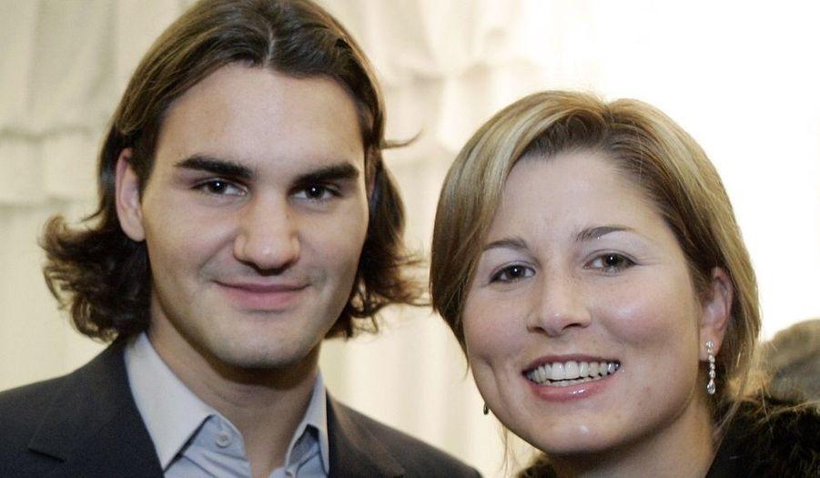 Le champion de tennis Roger Federer a épousé ce week-end, Mirka Vavrinec, avec qui il est en couple depuis neuf ans, dans sa ville natale de Bâle en Suisse. « Cela a été une incroyable et belle aventure en cette magnifique journée de printemps », a-t-il écrit sur son site internet. En mars, Roger Federer avait dévoilé que Mirka attendait leur premier enfant.