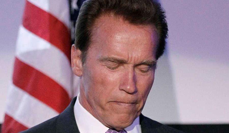 """Arnold Schwarzenegger et Maria Shriver sont séparés, mais ils sont toujours en contact et prennent leur rupture """"au jour le jour"""". """"Je veux prendre un moment pour remercier nos nombreux amis et nos familles pour l'énorme soutien et l'amour que vous nous avez donnés au cours des dernières 24 dernières heures"""", a déclaré l'acteur et homme politique, mardi soir, à l'occasion de la 63e Journée de célébration de l'indépendance d'Israël, organisée par le Consulat Général d'Israël au Skirball Cultural Center à Los Angeles """"Je viens de parler à Maria, une heure avant de venir ici, a poursuivi l'ancien gouverneur de Californie avant d'accepter un prix pour sa contribution dans l'amélioration des liens économiques entre la Californie et Israël. """"Nous nous sommes dits la même chose: nous sommes très heureux d'être entourés par tant de gens merveilleux, par tant de merveilleux amis"""", rapporte People."""