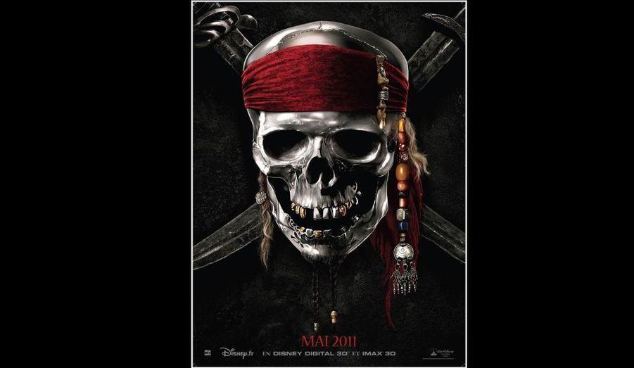 """Voici l'affiche-teaser de """"Pirates des caraïbes - la fontaine de jouvance"""", le nouvel épisode de la célèbre saga inspirée d'une attraction de Disneyland. Le film sortira le 18 mai prochain."""