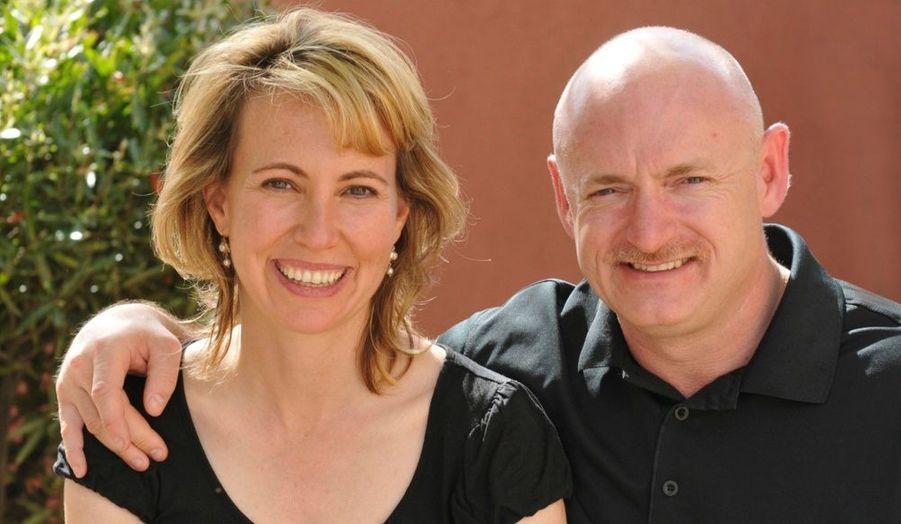 Mark Kelly, le mari de Gabrielle Giffords se montre optimiste quant à la santé de sa femme, qui ne parle pas mais est toujours hospitalisée. Touchée à la tête lors de la fusillade de Tucson le 8 janvier dernier, «elle s'en remettra entièrement», d'après son époux Mark Kelly.
