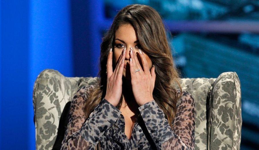 """La jeune femme par qui le scandale arrive, Karima El Mahroug, alias """"Ruby"""" pleure à chaudes larmes lors d'une émission de la télévision italienne. La danseuse en discothèque aurait profité des largesses d'un certain Silvio Berlusconi alors qu'elle avait 17 ans."""