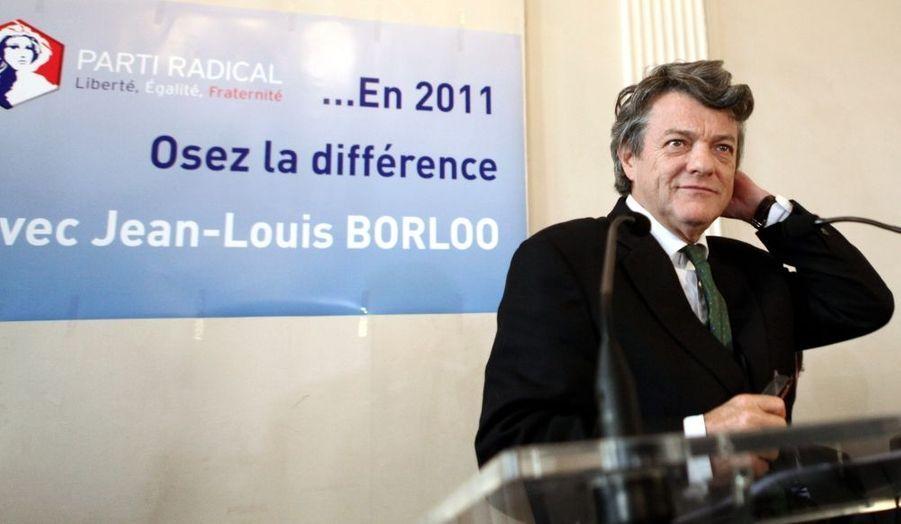 """Jean-Louis Borloo présentait mercredi ses voeux à la presse. Il a annoncé que son Parti radical (PR) se prononcerait en mai sur son départ éventuel de l'UMP pour constituer une """"confédération des centres""""."""