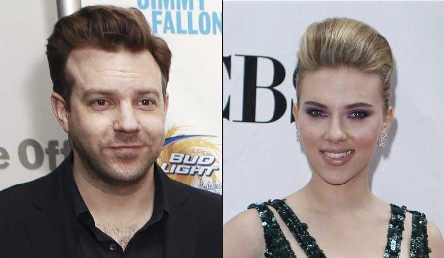 """Depuis que Scarlett Johansson a été aperçue en train de dîner avec Jason Sudeikis, la rumeur leur prêtait un flirt. Mais l'agent de l'actrice de 26 ans l'a démenti, déclarant au site People.com: """"Scarlett ne fréquente ni Jason ni personne. Il s'agissait tout simplement d'une sortie amicale entre amis"""". Il faut dire que le contexte alimentait les spéculations: Scarlett et son mari Ryan Reynolds (depuis septembre 2008) ont annoncé leur séparation le mois dernier, et ont demandé le divorce dans la foulée. Sudeikis, lui, est fraichement séparé de January Jones, l'héroïne de la série à succès Mad Men."""