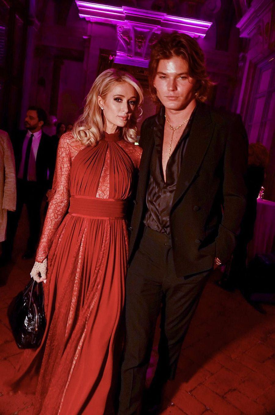 Paris Hilton et Jordan Barrett à Florence, mercredi 9 janvier