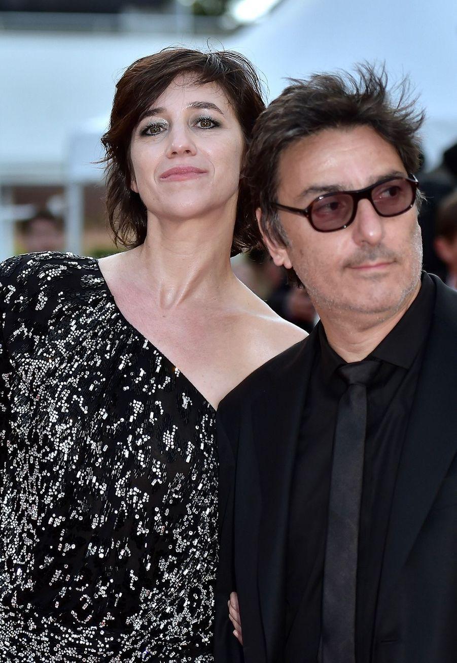 Parents de trois enfants et ensemble depuis moins de 30 ans, Charlotte Gainsbourg et Yvan Attal ont mis en scène leur histoire d'amour «Ma femme est une actrice» en 2001. Ils avaient retenté l'expérience trois ans plus tard dans «Ils se marièrent et eurent beaucoup d'enfants». Le couple reviendra cette année dans la nouvelle réalisation d'Yvan Attal, «Mon chien stupide».