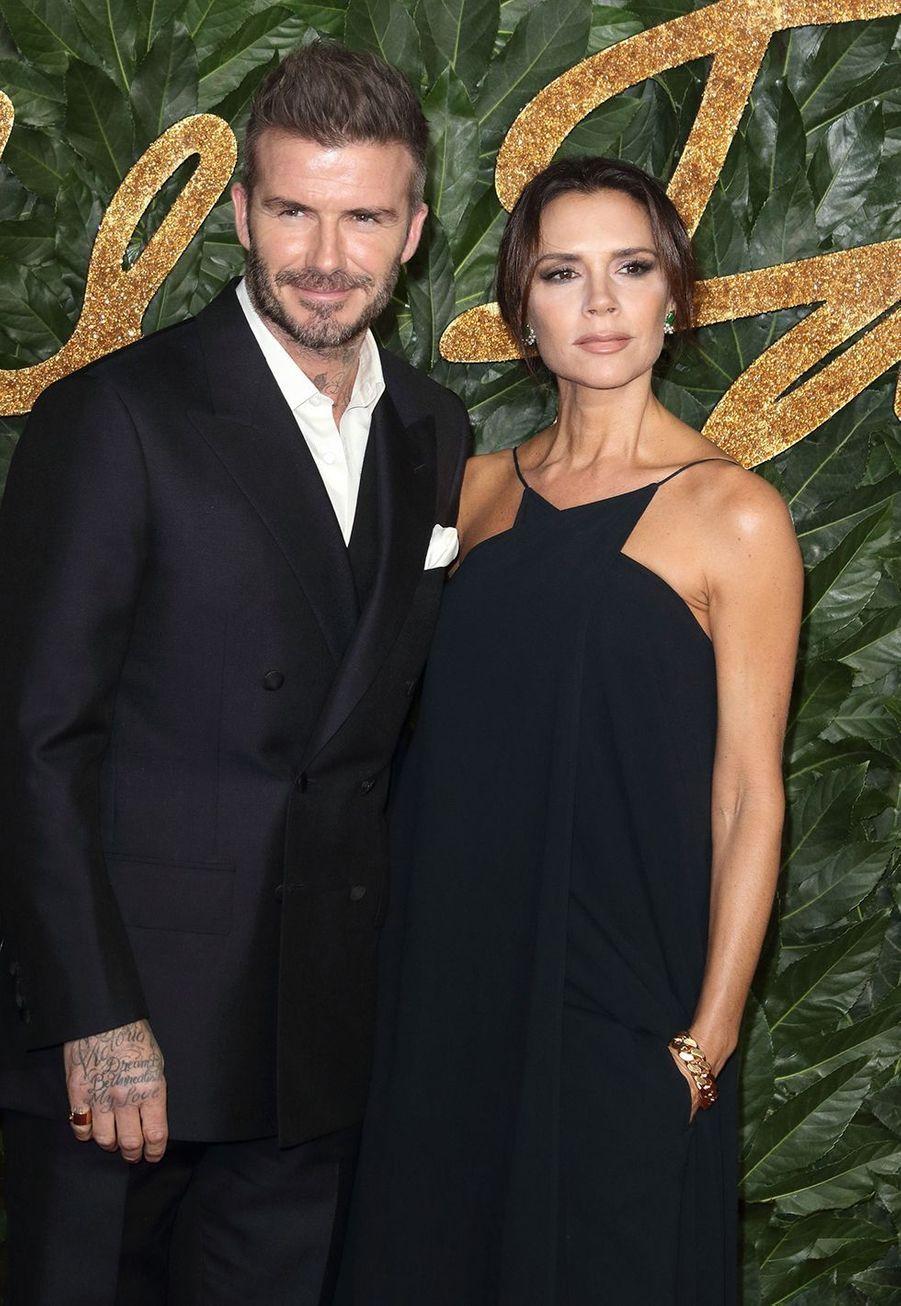 Indissociables depuis plus de 20 ans, Victoria et David Beckham gèrent une véritable entreprise et s'impliquent dans leurs carrières respectives. Leur marque leur rapporte plusieurs millions de dollars chaque année.