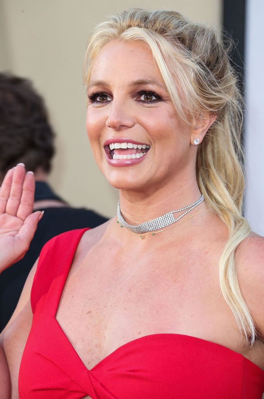 Après des années passées sous la tutelle de son père, Britney Spears a annoncé en août 2020 qu'elle voulait y mettre un terme. Un tournant important pour la chanteuse, qui n'avait jusqu'à présent jamais osé aller à l'encontre de James Spears. Elle a par la suite déposé plusieurs demandes auprès de la justice pour faire avancer sa requête, expliquant qu'elle ne remonterait pas sur scène tant que son père serait gestionnaire.