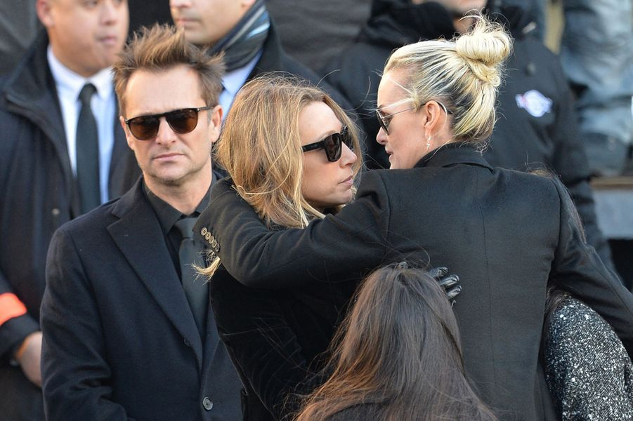 David Hallyday, Laura Smet et Laeticia Hallyday à l'enterrement de Johnny en décembre 2017. Deux ans et demi plus tard, en juillet 2020, la veuve du Taulier a annoncé avoir trouvé un accord avec Laura Smet sur l'héritage du rockeur.