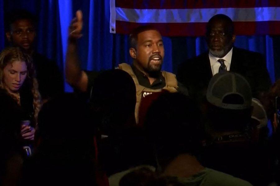 Après avoir annoncé sa candidature à l'élection présidentielle de 2020, Kanye West s'est rendu en juillet en Caroline du Sud pour son premier meeting de campagne. Un moment lors duquel il s'est mis à pleurer en évoquant l'avortement, lui qui avait voulu que son épouse Kim Kardashian n'aille pas au terme de sa première grossesse en 2012. Cet épisode a provoqué une crise conséquente au sein du couple, la star de télé-réalité ayant envisagé un temps le divorce.