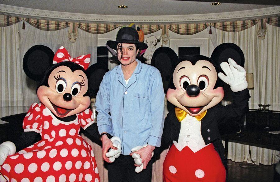 « Bambi », un accro à Mickey et Minnie. Michael Jackson a gravé son autographe sous le piano de la suite présidentielle.